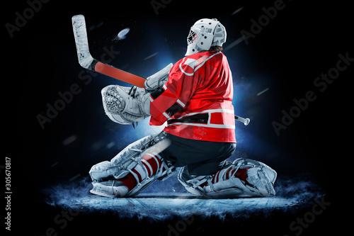 Fotografía Professional ice hockey goalkeeper or goalie or goaltender isolated on black bac