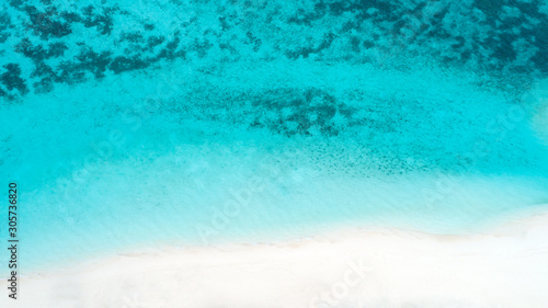 Foto auf AluDibond Turkis Beautiful aerial view of Maldives and tropical beach . Travel and vacation concept