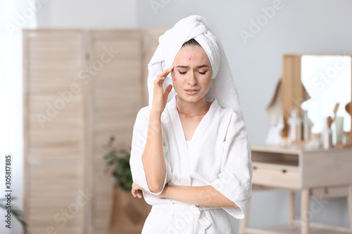 Photo Portrait of young woman with acne problem at home