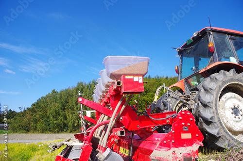 Fototapeta トラクター での種まき obraz