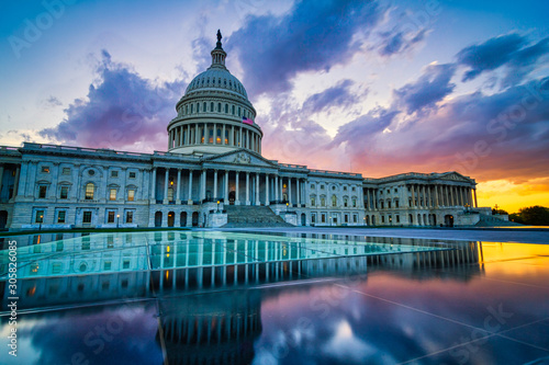 Fototapeta Dramatic sunset over the US capitol in Washington DC obraz