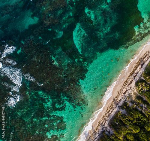 Vue aérienne de la plage du Cap Ferré, en Martinique