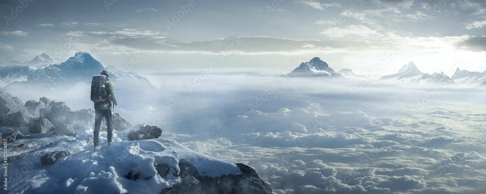 Fototapeta Wanderer auf verschneiten Berggipfel