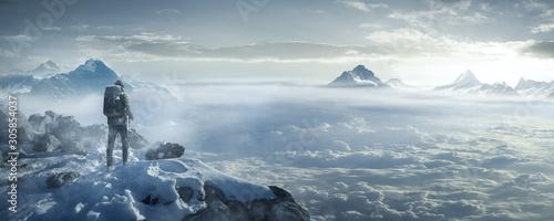 Obraz Wanderer auf verschneiten Berggipfel - fototapety do salonu