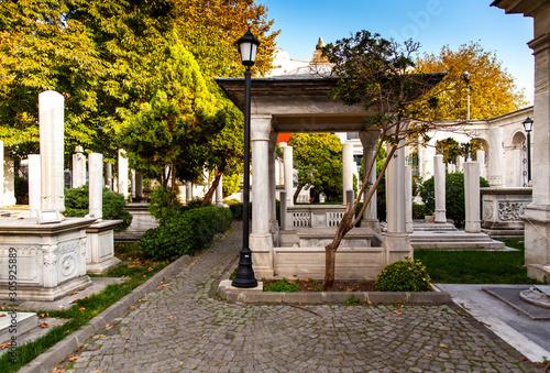 Obraz na płótnie Tomb near Mausoleum of Sultan Mahmut II in Istanbul, Turkish