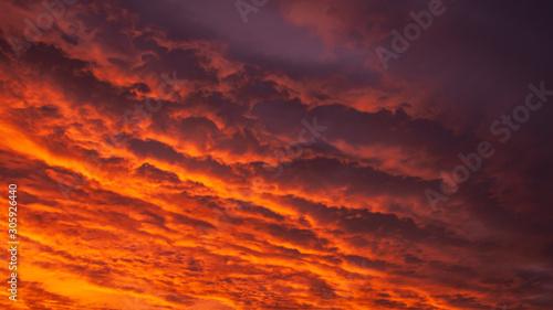 Foto auf Leinwand Kastanienbraun red sky sunset