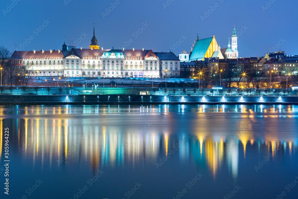 Fototapeta Stare Miasto wieczorem z odbiciem w Wiśle, Warszawa, Polska - obraz na płótnie