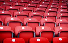 Rote Plastiksitze  In Einer Sp...