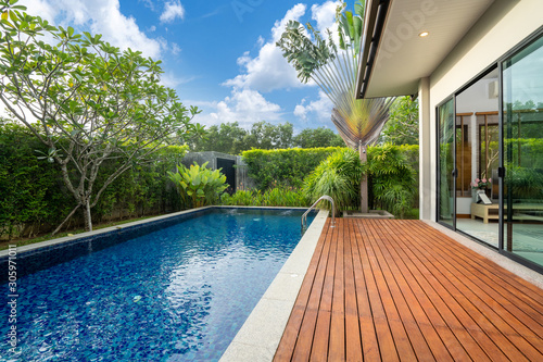 Fotografija swimming pool and decking in garden of luxury home