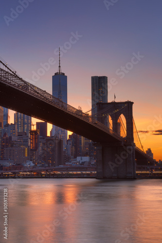 Fototapeta Brooklyn Bridge and New York City skyline at sunset obraz
