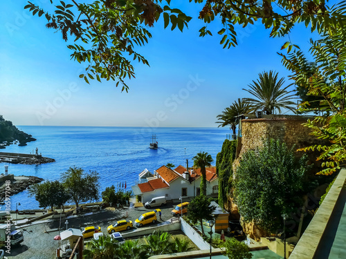 Türaufkleber Schiff Seascape in the Old Port of Antalya (Turkey). Beautiful tropical view with palm trees, old architecture and a ship in the sea