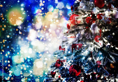 Spoed Foto op Canvas Europa Christmas tree against a glittery luminous background