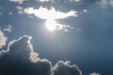 Strahlende Sonne Mit Wolken