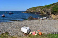 The Pebble Beach Of Martins Haven Is The Embarkation Point For All Boats To Skomer Island. Lockley Lodge Above The Beach. Nearest Pub, Coffee Shop, Campsites, Home Stays Are In Marloes Village. Wales