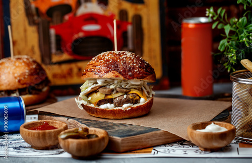 burger with meat mushrooms and onions © Kamran