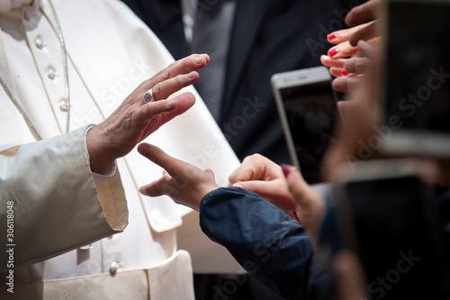 Vatican City - MAY 29, 2019: Pope Francis meets with faithful at the end of his weekly general audience in St Fotobehang