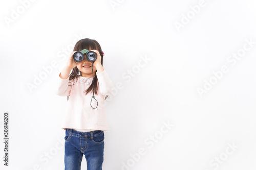 双眼鏡を使う子ども Fototapete