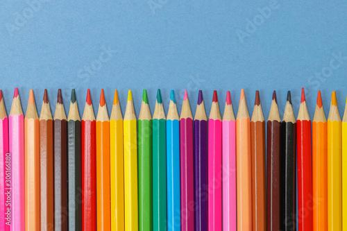 Ταπετσαρία τοιχογραφία Close up row of colored pencils isolated against a blue background