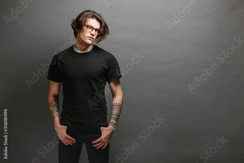 Fotografía Hipster handsome male model with glasses wearing black blank t-shirt and black j