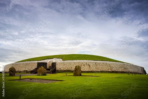 Obraz na płótnie Newgrange passage tomb in the Boyne valley
