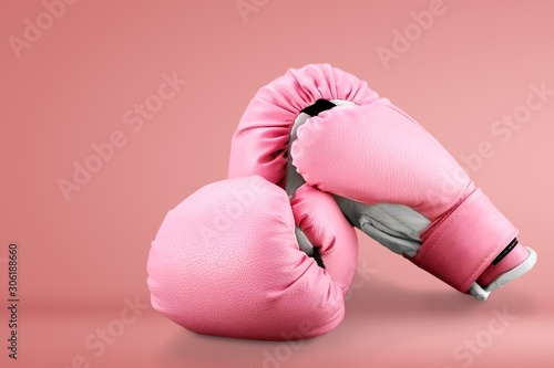 Vászonkép Pink boxing gloves on wooden desk
