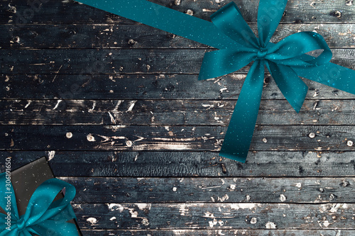 Fotografia  Wooden gray Christmas background with little snow