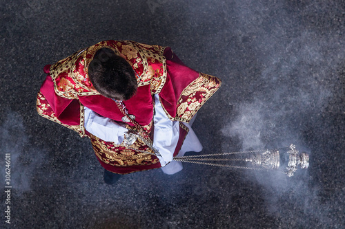 Photo Acolyte of the Catholic Church balancing an incentive