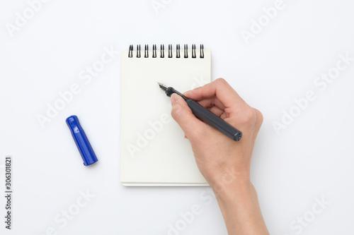 Valokuvatapetti ノートとペンを持った手