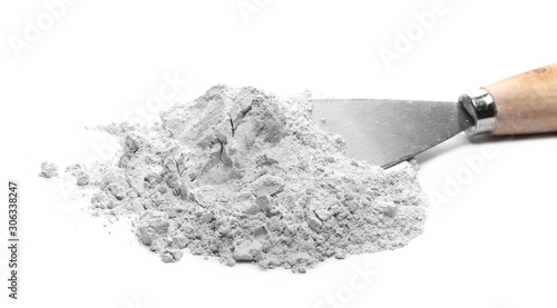 Photo Plaster cast, gypsum with metal trowel tool isolated on white background