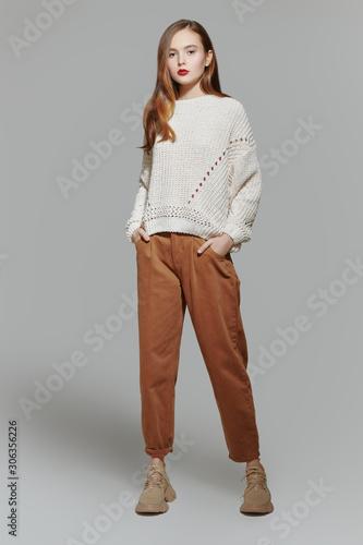 Obraz full length posing - fototapety do salonu