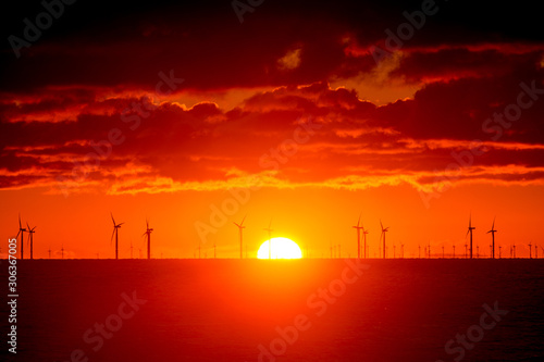 Foto auf AluDibond Rot Sunrise over Horizon