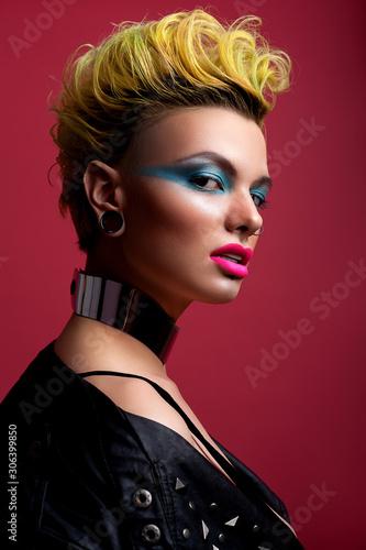 Photo Beautiful girl look in glam rock style