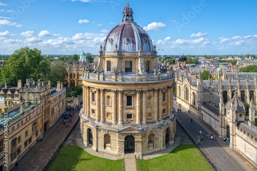 Photo The Radcliffe Camera, a symbol of the University of Oxford