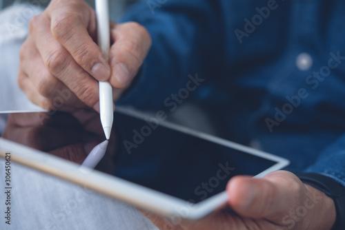 Fototapeta Using digital tablet obraz na płótnie