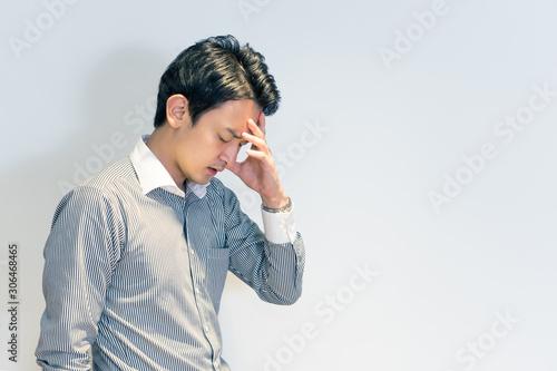 体調不良の男性(頭痛・ストレス・悩み) Wallpaper Mural