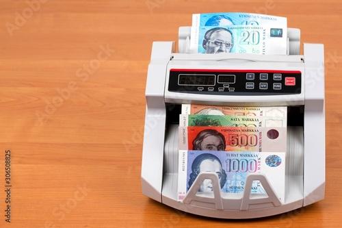 Fotografía  Finnish markka in a counting machine