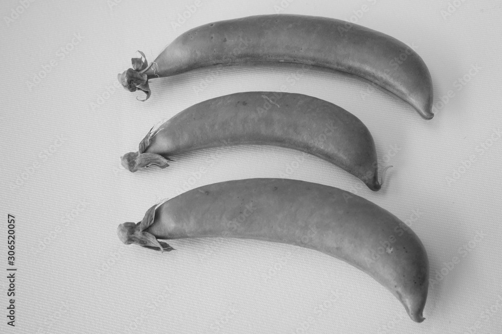 Fototapeta スナップえんどう スナップ えんどう 野菜 接写 白バック 白黒 モノクロ