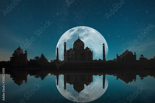 Taj Mahal at night Wallpaper Mural
