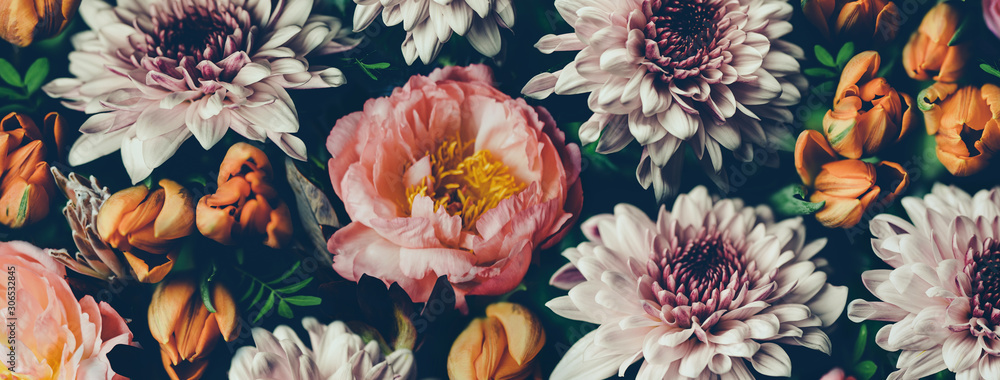 Fototapeta Vintage bouquet of beautiful flowers on black. Floral background. Baroque old fashiones style. Natural pattern wallpaper or greeting card - obraz na płótnie