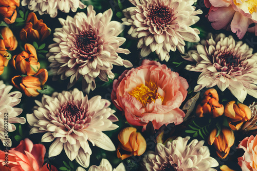 vintage-bouquet-of-beautiful-flowers-on-black-floral-background-baroque-old-fashiones-style-natural-pattern-wallpaper-or-greeting-card
