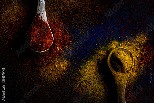 Cuadros en Lienzo  Turmeric and paprika spices with dark background