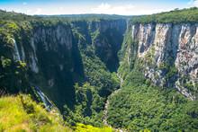 Beautiful Landscape Of Canyon ...