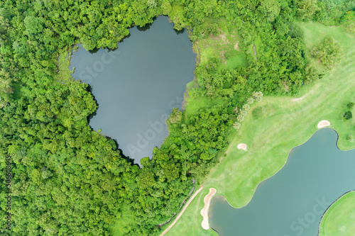 Montage in der Fensternische Pistazie Aerial view drone Top down shot of beautiful green golf field High angle view in summer time
