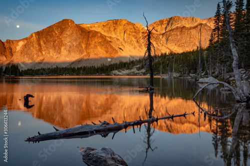Fotografija  Morning sunrise at Mirror Lake in the Snowy Range Mountains in the Medicine Bow