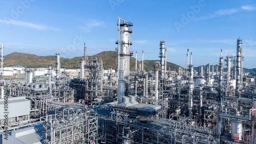 Fotografia Aerial view of chemical oil refinery plant, power plant on blue sky background