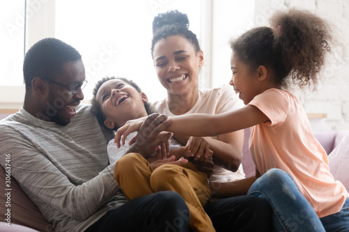 Poster de jardin Akt Overjoyed biracial family with kids have fun at home