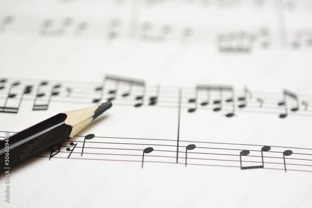 Fototapeta 楽譜と鉛筆 作曲のイメージ
