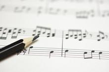 楽譜と鉛筆 作曲のイ...