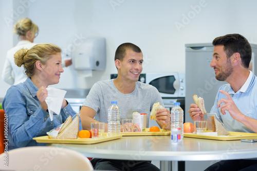people having lunch break together Fototapete