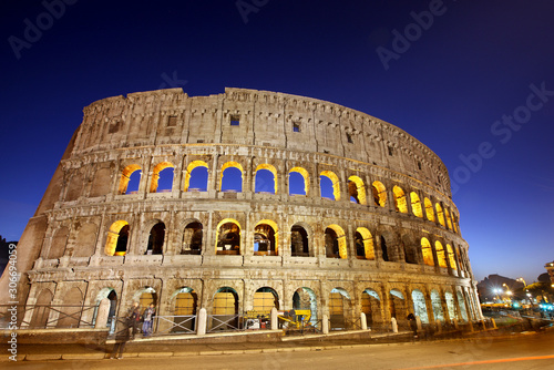 Obraz na plátně Night view of the Colosseum also known as the Flavian Amphitheater
